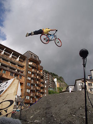 "Dirt jumping - A ""superman"""