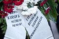Vainagu nolikšana Rīgas Brāļu kapos (6334370692).jpg