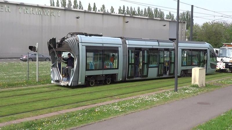 File:Valenciennes & Anzin - Déraillement de la rame de tramway n° 17 à la sortie du dépôt de Saint-Waast le 11 avril 2014 (111B).ogv