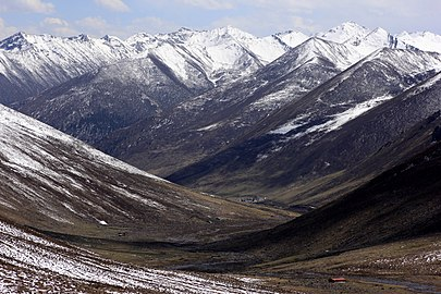 Valley and mountains near Mosika coming from Akeli (Mosika Nature Reserve with WDPA ID 315711).jpg