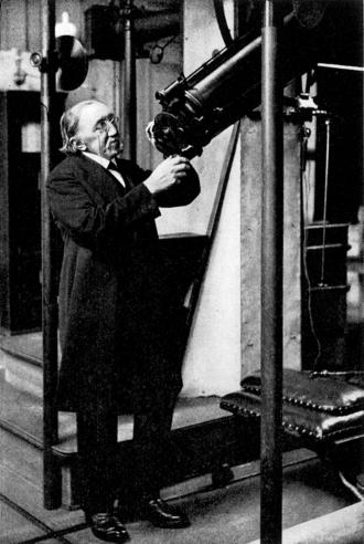 H. G. van de Sande Bakhuyzen - van de Sande Bakhuyzen at Leiden Observatory in 1908.