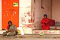 Varanasi, India (23166725889).jpg