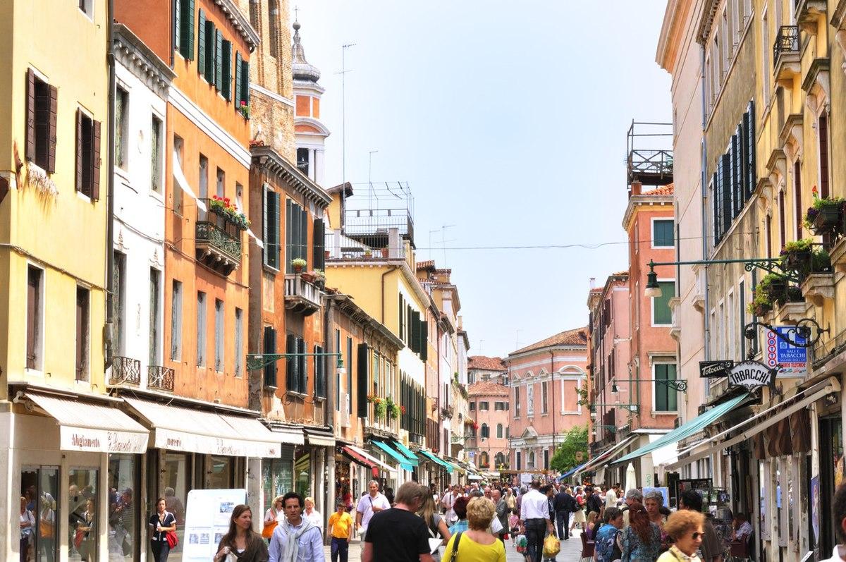 Venice Italy - Creative Commons by gnuckx (4708707872).jpg
