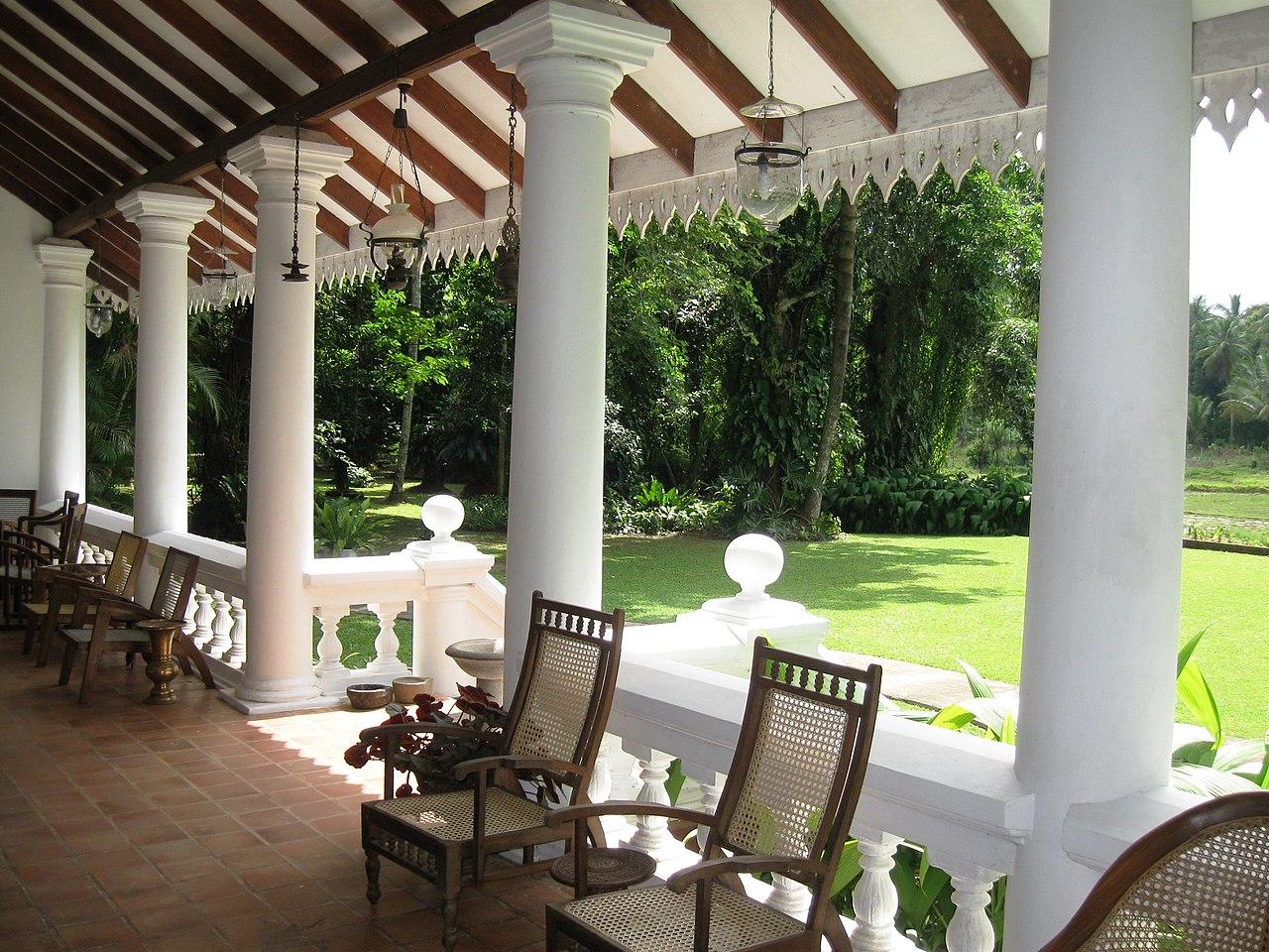 File:Veranda of Meeduma Walauwa, Rambukkana..jpg ...