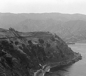 Island Mountain Railway - Image: View of Pebble Beach from the south at Stage Road above Lover's Cove, Santa Catalina Island, ca.1905 (CHS 2794)
