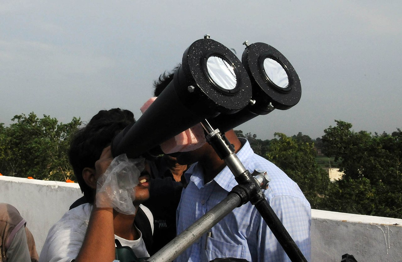 File:Viewers enjoying the moments of the Eclipse through the