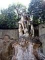 Villa Faraggiana - statue 04.jpg