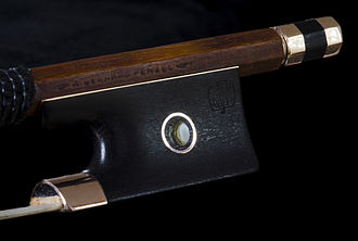 Bow (music) - Frog of a modern violin bow (K. Gerhard Penzel)