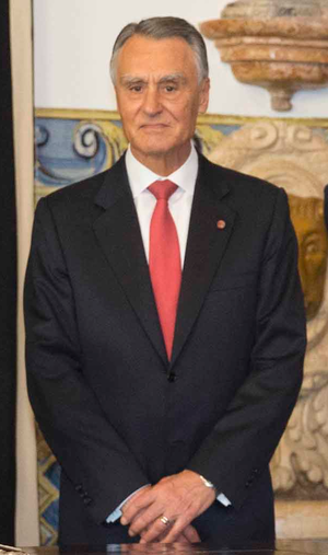 Aníbal Cavaco Silva - Image: Visita de Estado do Presidente Peña Nieto a Portugal (2014 06 05) Assinatura do Livro de Honra (cropped)