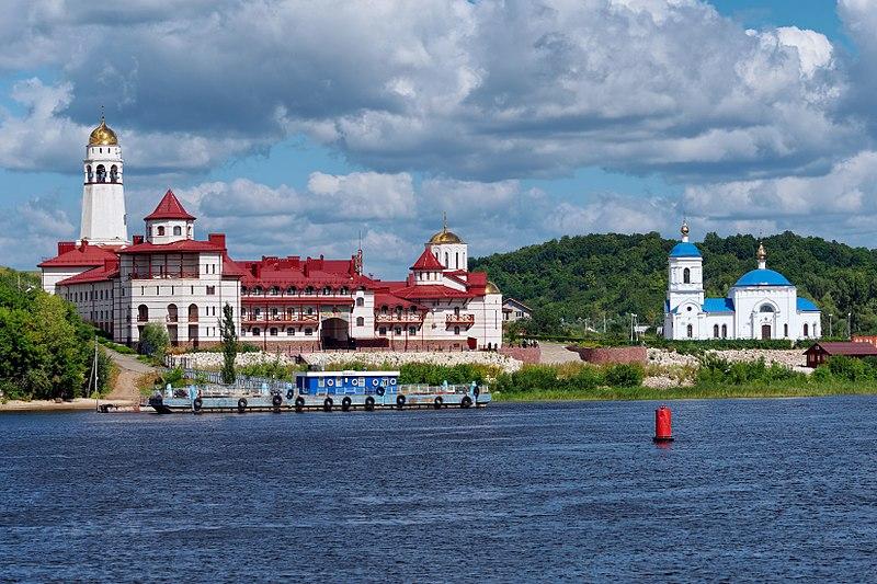 File:Volga river. Svyato-Bogorodicky monastery P8101215 2200.jpg