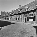 Voorgevels van eenlaags huisjes met dakkapel, ramen met roedeverdeling en luiken - Utrecht - 20400302 - RCE.jpg