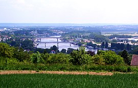 A view of Chanteloup-les-Vignes and the River Seine