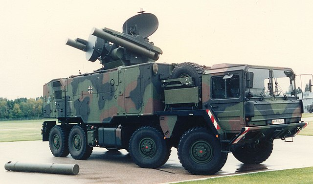 640px-Waffensystem_Roland_auf_Lkw_15_t_%28FlaRakRad%29.JPG