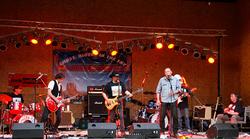 """The Southern Rock Junkies live in Waldbühne Lieberose 2008 anlässlich des """"Summer-Jam-Europe-Open-Air"""" in der Besetzung: Chris Cutter, Epi Schmidt, Rob Hiemer, Dirk Reichenbecher, Christian Haller, Maik Schorrat , Fips Müller, Klaus Dietrich (v.l.n.r.)"""