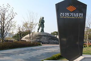 War Memorial of Korea - Entrance of the war memorial and Statue of Brothers