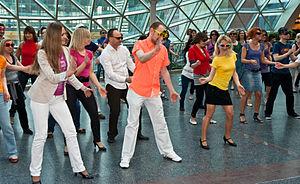 Polski: Salsa flash mob w Złotych Tarasach, 29...