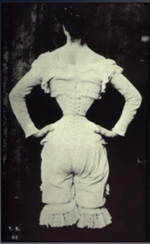 Wasp waist - Photograph (1890)