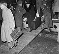 Watersnood 1953. Evacuatie Zierikzee aankomst Dordrecht, Bestanddeelnr 905-5510.jpg
