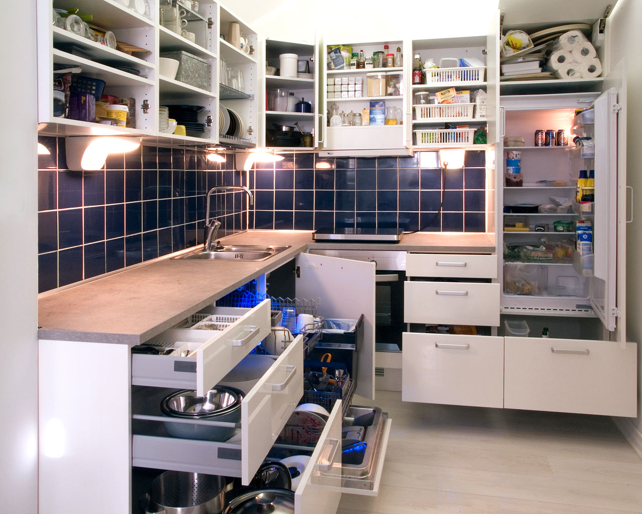Lifestyle Kitchen Units Of File White Kitchen With Cabinet Doors And Drawers Opened