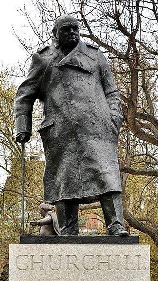 The statue of Churchill (1973) by Ivor Roberts-Jones in Parliament Square, London. Wikipedia image. Photo by Eluveitie.