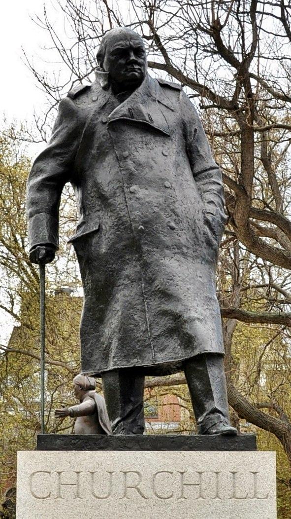 Winston Churchill statue, Parliament Square, London (cropped)