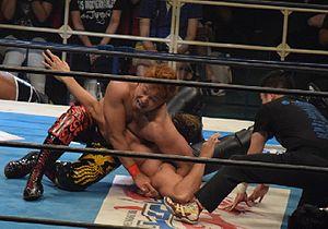 Yoshi-Hashi - Yoshi-Hashi applying the butterfly lock on Sanada