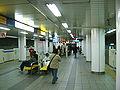 Yokohama-municipal-subway-B11-Kami-Ooka-station-platform.jpg