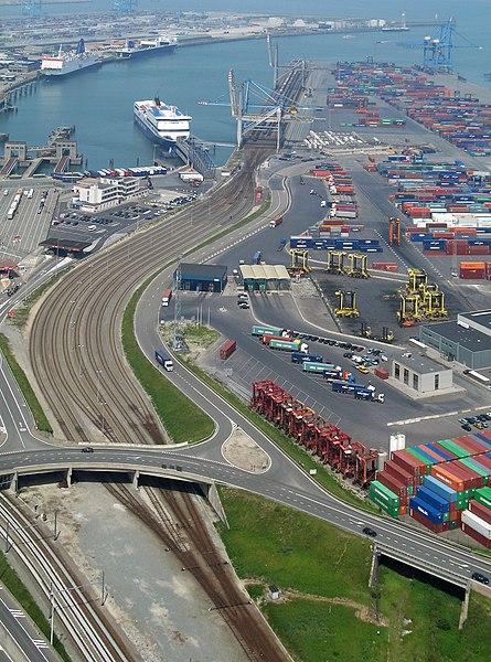 File:Zeebrugge Sporenbundel Westhoofd R01.jpg