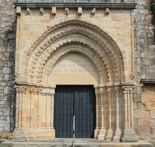 Église Notre-Dame-de-Joie de Merlevenez, France. Portail donnant sur le transept sud: vue générale.
