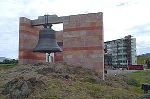 University of Akureyri - Íslandsklukkan in 2004, with Borgir under construction in the background.