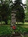 Братська могила 19 танкістів, загиблих при звільненні міста (Гнівань).JPG