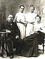 ДСС Василий (Вильгельм) Антонович Канский с дочерьми и сестрой Вильгельминой (Вологда, 1900-е гг.).jpg