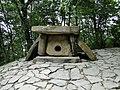 Дольмен в Сафари-парке Геленджика - panoramio.jpg