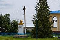 Оріховець, пам'ятник Шевченку.jpg