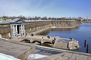 Петропавловская крепость, Невские ворота и пристань.jpg