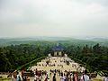 中山陵的台阶与游人.jpg