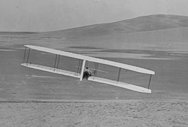 Wilbur making a turn 24 October 1902 with the movable rudder.