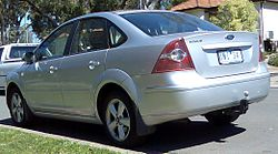 2005-2007 Ford Focus (LS) LX sedan 01.jpg
