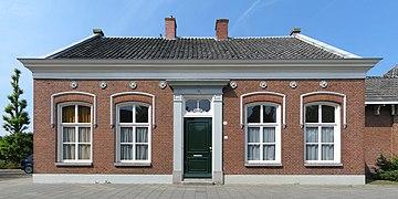 20100624 Hereweg 87 (Opzichterswoning Zuiderbegraafplaats) Groningen NL (rect).jpg