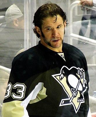 Steve MacIntyre - MacIntyre with the Penguins in 2011.