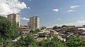 2014 Erywań, Widok na dachy domów i bloki mieszkalne w dzielnicy Kentron (02).jpg