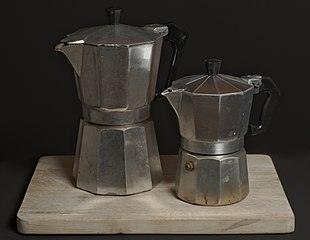 File:2 stovetop coffee makers (02).jpg - Wikimedia Commons