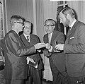 ANWB-prijzen voor publicistische prestaties te Den Haag na de prijsuitreiking Ca, Bestanddeelnr 916-4830.jpg