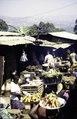 ASC Leiden - van Achterberg Collection - 1 - 095 - En route vers Yaoundé, Cameroun. Marché avec des carottes et des cacahuêtes - Bamenda, Cameroun - 6-12 février 1997.tif