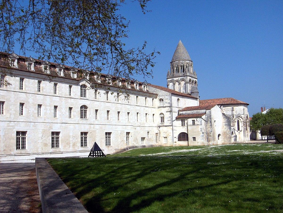 Abbaye aux Dames Saintes – Wikipedia