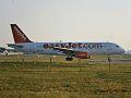 Airbus A320 EasyJet in allineamento con la pista 24.jpg