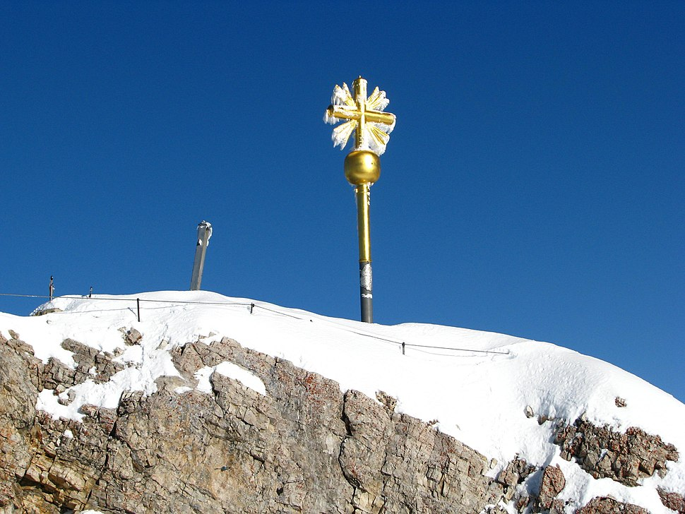 Alpen Zugspitze Gipfelkreuz Bayern.jpg
