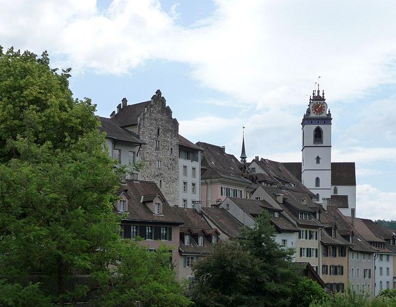 http://upload.wikimedia.org/wikipedia/commons/thumb/2/23/Altstadt_Aarau.jpg/771px-Altstadt_Aarau.jpg