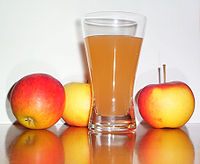 Apple juice with 3apples.jpg