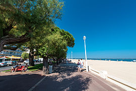 Esplanade along the beach of Arcachon